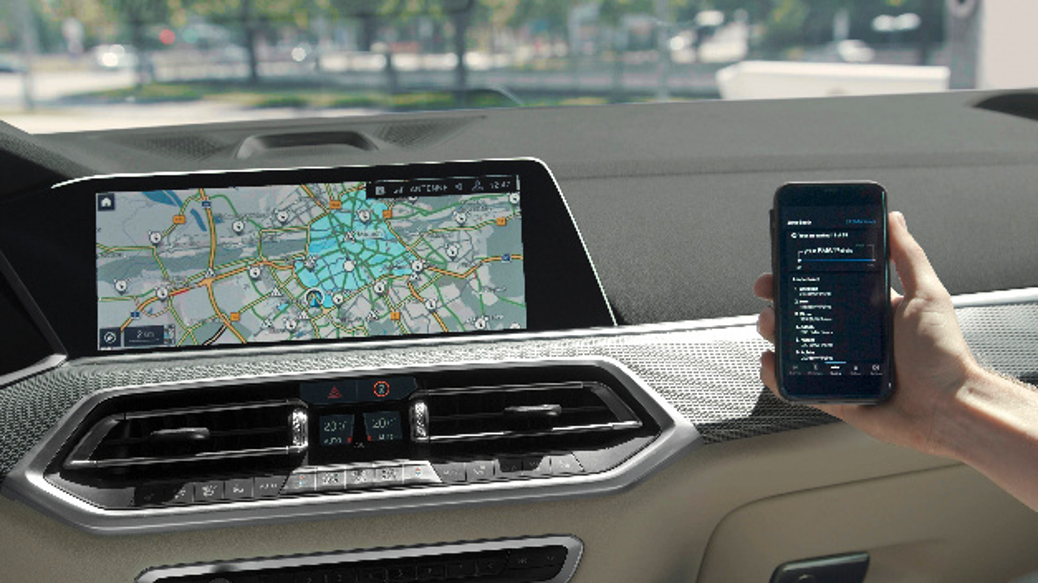 Ein Testfahrzeug sammelt BMW Points durch den elektrischen Fahrbetrieb innerhalb der BMW eDrive Zone.