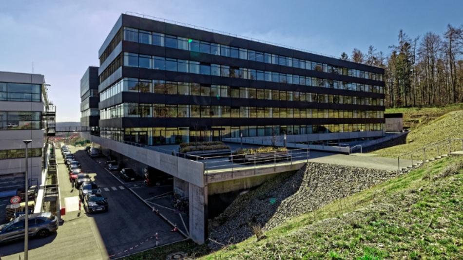 Porsche hat im Entwicklungszentrum Weissach 18 neue Antriebsprüfstände in einem neuen Gebäude zusammengefasst.