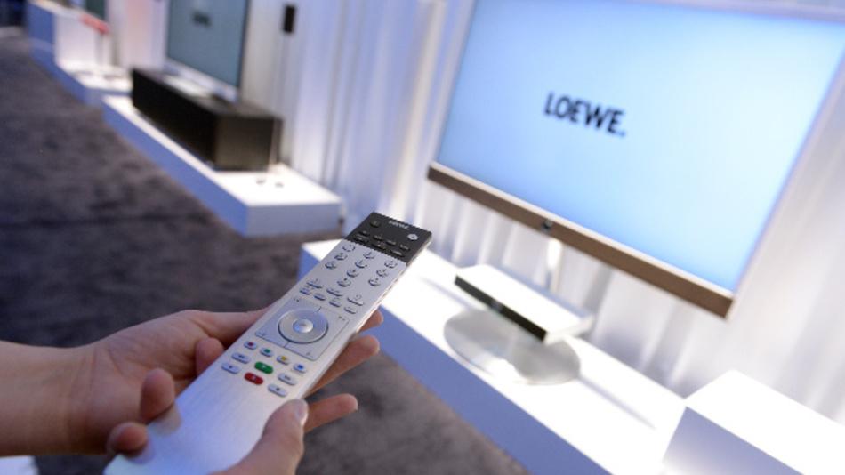 Die IG Metall vermutet, dass Riverrock mit den Trümmern von Loewe Geld verdienen will. Hier sind Fernseher von Loewe auf der IFA 2014 zu sehen.