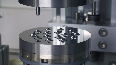 Serienproduktion von asphärischen Mikrooptiken aus Glas