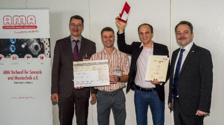 Gewinner des AMA Innovationspreis 2019 (v.l.: Prof. Andreas Schütze, Uni Saarland, Dr. Robert Brückner und Dr. Ronny Timmreck, Senorics, Peter Krause, First Sensor)
