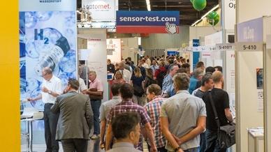 In den gut klimatisierten Messehallen zeigten die Besucher der Sensor+Test 2019 reges Interesse an den Aussteller-Neuheiten