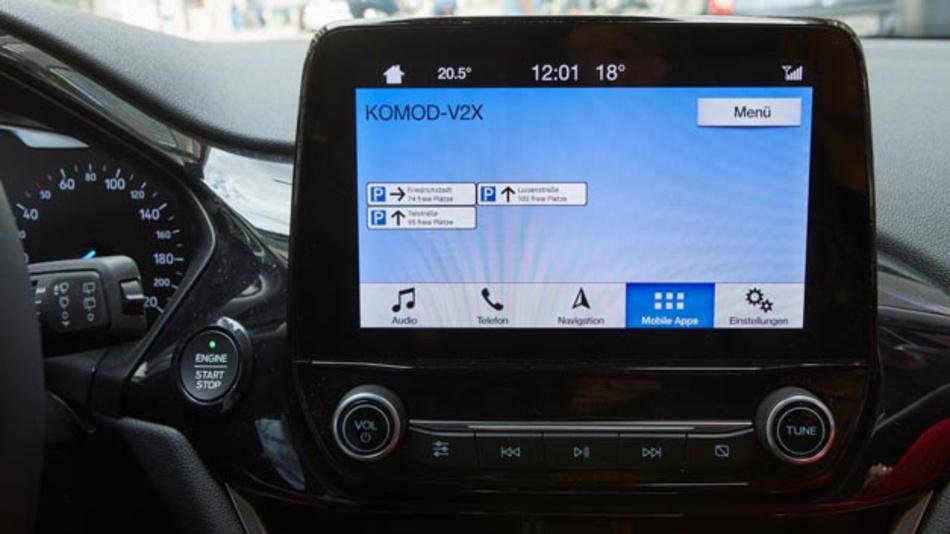 Das digitale Parkleitsystem füht Autofahrer direkt und schnell zu einem freien Stellplatz.