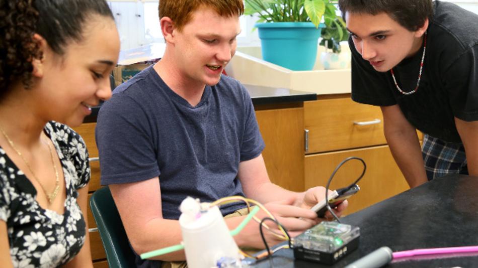 Texas Instruments wurde soeben zum fünften Mal in Folge bei der Comenius-EduMedia-Award Preisverleihung ausgezeichnet, u.a. für sein MINT-Workshop-Konzept.