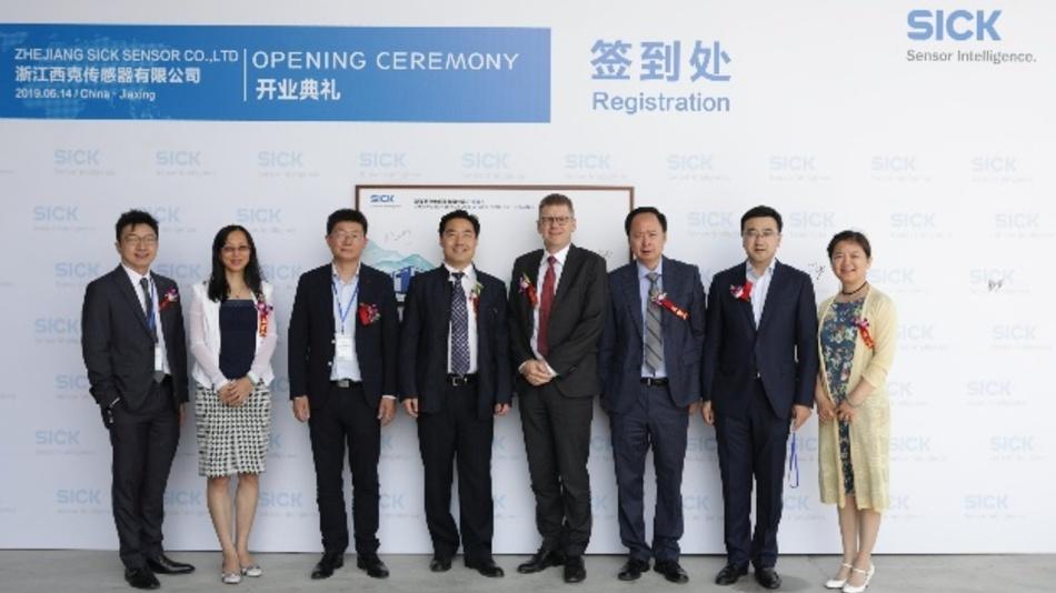 (v.l.): Andrew Ang (Sick Singapur), Ellen Deng und Yongquan Chen (Sick China), Shan Gao (Zhejiang Sick Sensor), Dr. Mats Gökstorp (Sick AG), Feng Jiao, Changyun Li und Mandy Meng (Sick China)