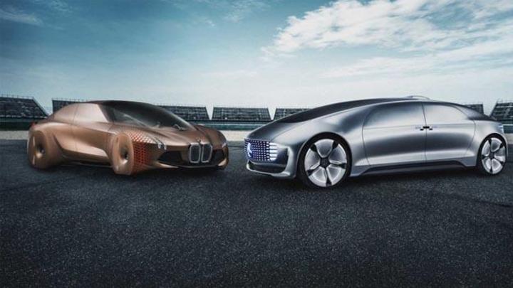 BMW und Daimler haben die geplante langfristige Entwicklungskooperation für automatisiertes Fahren vertraglich festgezurrt.