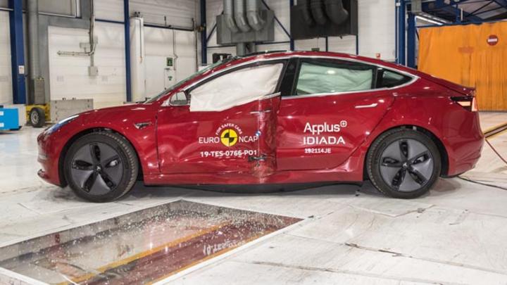 Gecrashed und für sicher befunden: Das Model 3 von Tesla erzielte im Euro NCAP fünf von fünf Sternen dank hervorragender Assistenzsysteme.