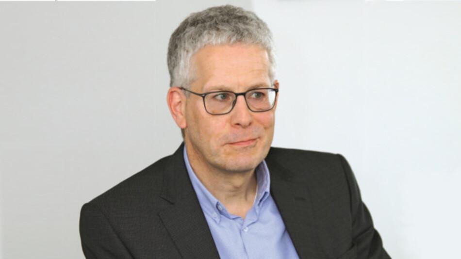 Peter Wiese, NXP Semiconductors  »Bei Kameras, Ultraschallsensoren, Radar kommt es auf die Mikrosekunde an. Das kann TSN noch nicht so richtig gut. Deshalb wird LVDS bevorzugt, der die Daten mit einer festen Latenz übertragen kann.«