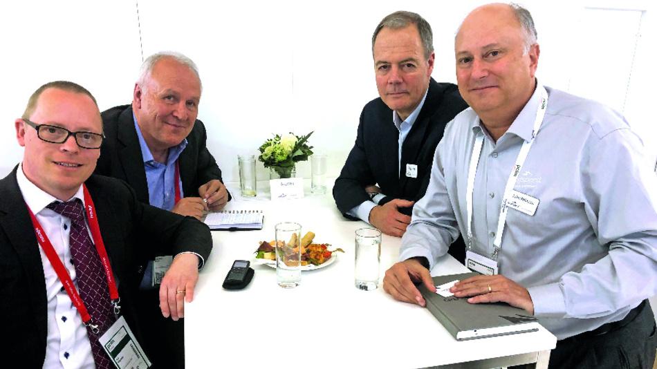 Unser Redakteur Ralf Higgelke zusammen mit Engelbert Hopf, Chefreporter der Markt&Technik, Gregg Lowe, CEO von Cree/Wolfspeed, und Dr. John Palmour, Mitgründer von Cree und CTO von Wolfspeed (von links nach rechts).