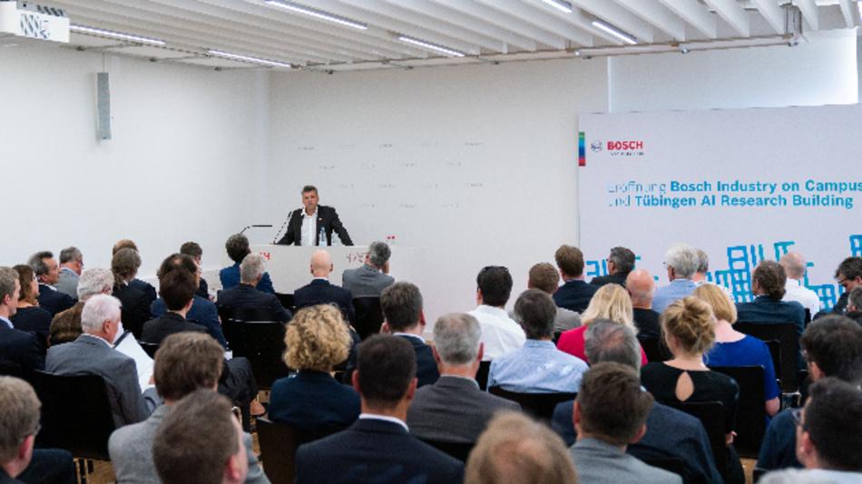Dr. Michael Bolle (CDO/CTO, Bosch) bei der Eröffnung des »AI Research Buildings« der Universität Tübingen und der »Bosch Industry on Campus«-Aktivitäten.