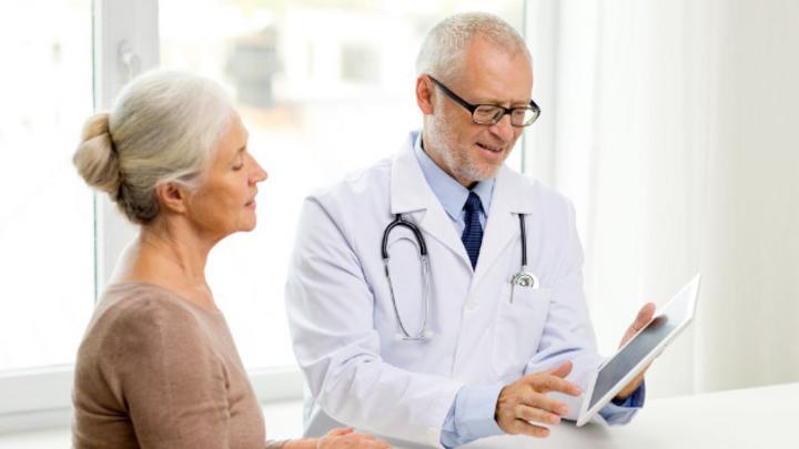 Arzt und Patientin
