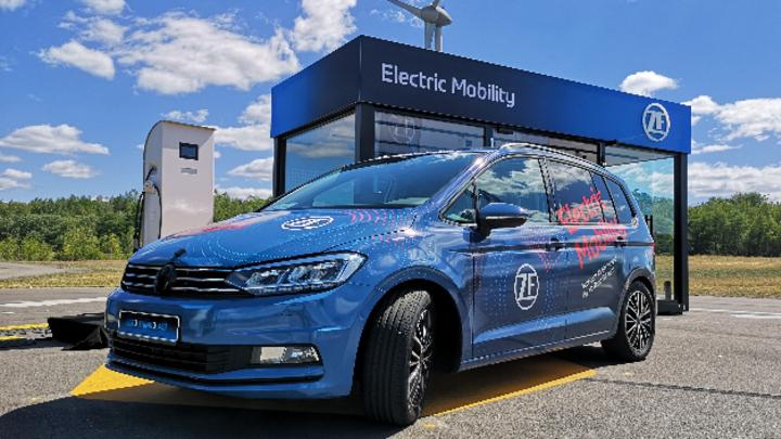 ZF präsentierte Getriebelösungen für reine Elektro- und Hybridfahrzeuge.