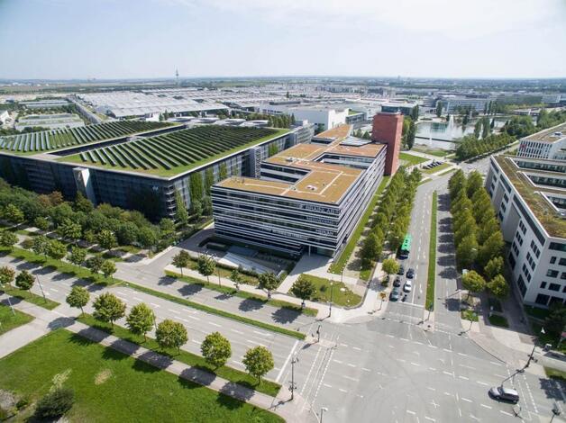 Die Messestadt Riem ist eines der jüngsten Quartiere Münchens, multikulturell und ein Ort der Innovationen. Sie befindet sich komplett auf dem Gelände des 1992 stillgelegten Flughafens München-Riem und beinhaltet heute neben einem Wohnviertel die Neu