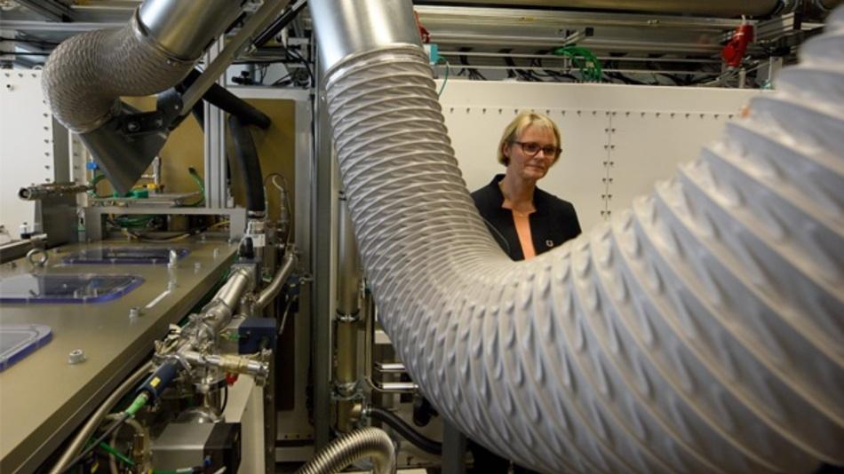 Anja Karliczek (CDU), Ministerin für Bildung und Forschung, besucht das Zentrum für Sonnenenergie- und Wasserstoffforschung Baden-Württemberg (ZSW) in Ulm. Die Ministerin sieht in der Universitätsstadt Ulm auch künftig einen Hauptstandort für die Batterieforschung in Deutschland.
