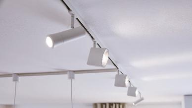 LED-Strahler an einer Deckenschiene