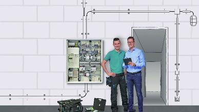 Zwei Handwerker vor Leitungs-Schaubild