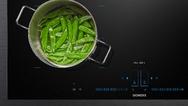 """Das neue """"iQ700""""-Kochfeld mit """"activeLight"""" sorgt für mehr Flexibilität in der Küche."""