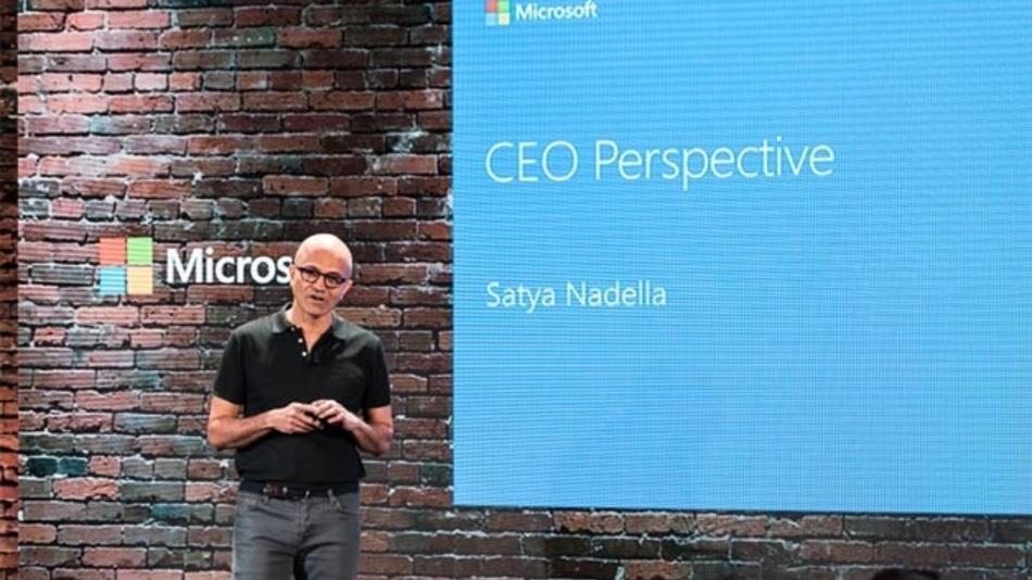 Satya Nadella auf einer Analysten-Konferenz 2017.