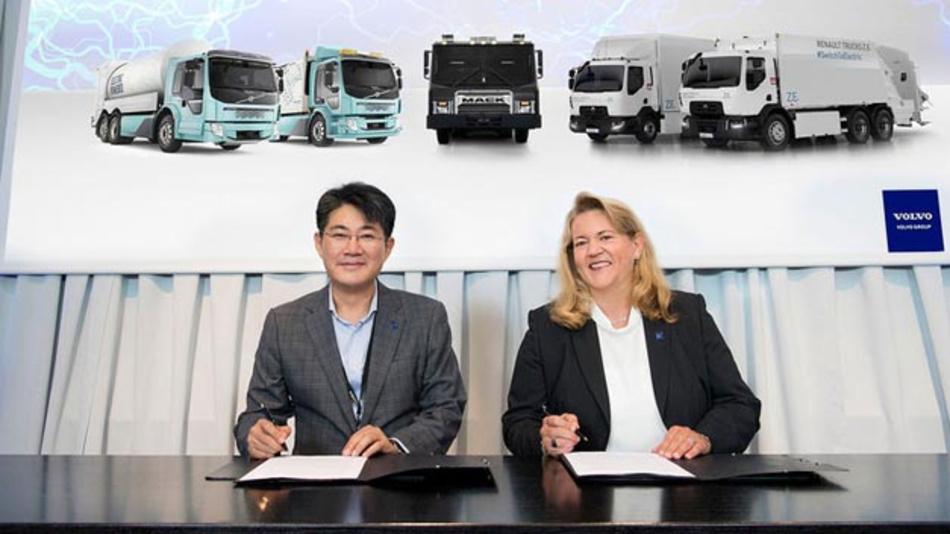 Volvo und Samsung arbeiten gemeinsam an Batterien für elektrische Nutzfahrzeuge.
