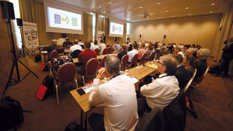 Über 130 Teilnehmer, Referenten und Aussteller nutzen die beiden Veranstaltungstage, um sich unter anderem in 22Vorträgen von 17Unternehmen über aktuelle Entwicklungen und Trends im Bereich passiver Bauelemente zu informieren.