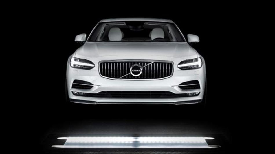 UVeye Inspektion des Volvo S90. Das Start-Up hat eine Technik für die automatische externe Inspektion und das Scannen von Autos auf Beschädigungen, Beulen und Kratzer entwickelt.