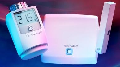 """Das """"Homematic IP Starter Set Raumklima"""" besteht aus einem Access Point, einem Tür- und Fensterkontakt sowie einem Heizkörperthermostat."""
