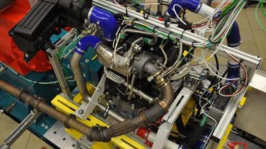 2 Liter-Vierzylinder Vorkammer-Gasmotor