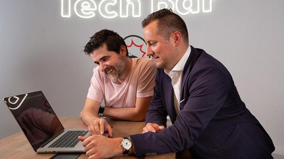 Sebastian Grams, der neue CIO von Seat, und Carlos Buenosvinos, der neue CTO von Seat:Code.