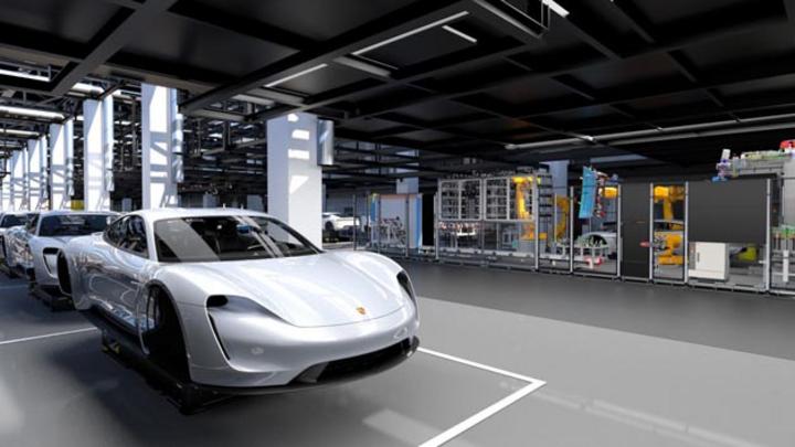 Für die Produktion des elektrisch angetriebenen Taycan startet Porsche die größte Qualifizierungsoffensive der Unternehmensgeschichte und bereitet seine Mitarbeiter gründlich auf die Umstellung zur Elektromobilität vor.