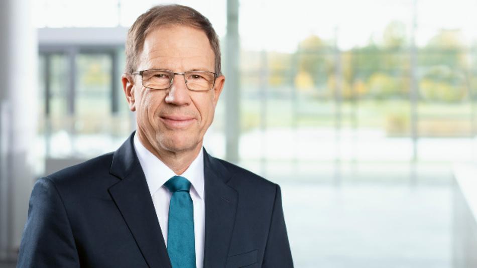 Dr. Reinhard Ploss, CEO von Infineon: »Trotz des anhaltend schwierigen makroökonomischen Umfelds gehen wir davon aus, dass wir unsere Ziele für das laufende Geschäftsjahr erreichen.«