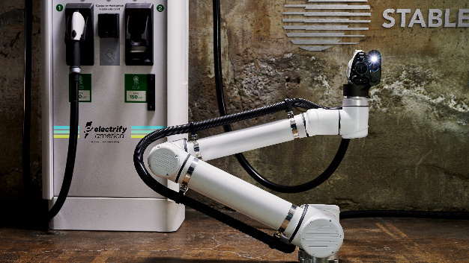Die robotergestützte Schnellladeeinrichtung verbindet sich automatisch mit dem Elektrofahrzeug.