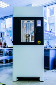 Der R1 ist der erste 3D-Produktionsdrucker mit Reinraumintegration.