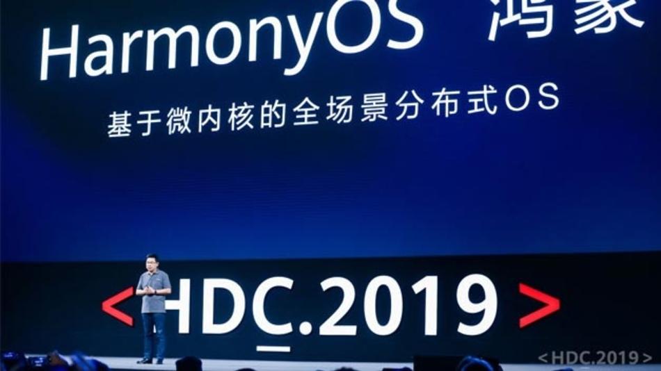 Richard Yu, CEO der Huawei Consumer Business Group, stellt bei einer Entwicklerkonferenz von Huawei ein Betriebssystem mit dem Namen Harmony OS vor, das auf Smartphones aber auch auf Computern, Tablets, Smartwatches, Autos und anderer vernetzter Technik laufen soll.