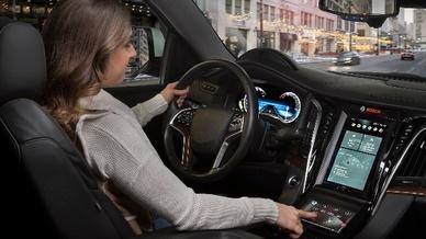Durch die Tiefenwirkung der 3D-Anzeige soll der Autofahrer wichtige Informationen schneller erfassen.