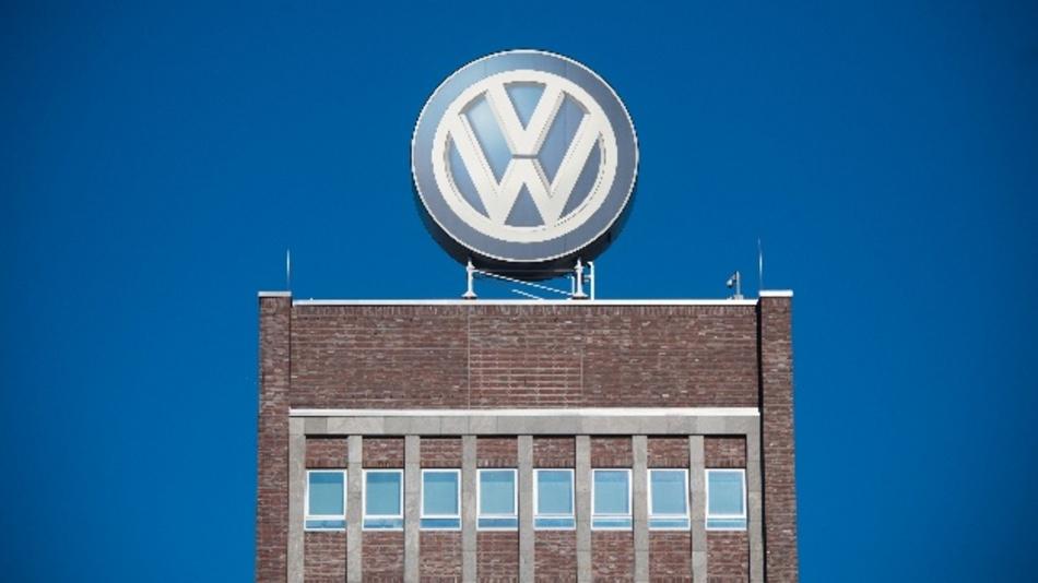 Das milliardenschwere Musterverfahren von Anlegern zur VW-Dieselaffäre läuft seit fast einem Jahr. Am 12.08.19 gab es am Braunschweiger Oberlandesgericht erste Antworten. Geklärt werden soll zunächst, an welchem Gericht die Anleger ihre Ansprüche geltend machen müssen.