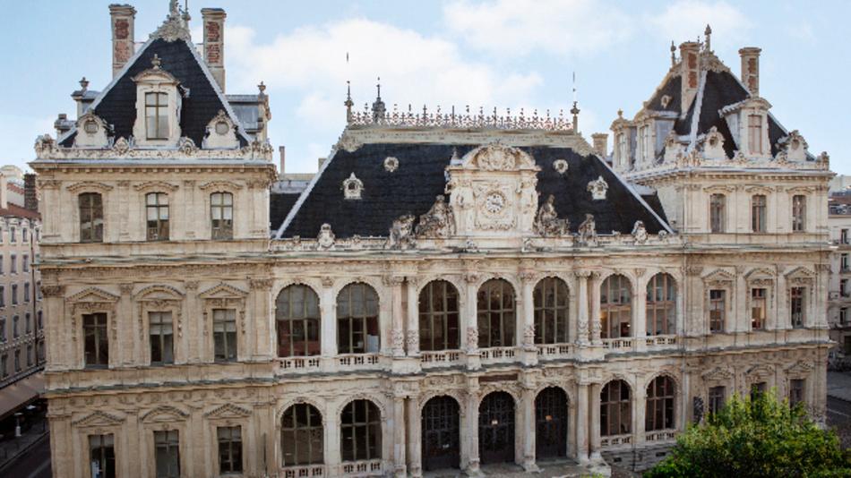 Moderne Technik in historischem Ambiente kennenlernen: Palais de la Bourse in Lyon