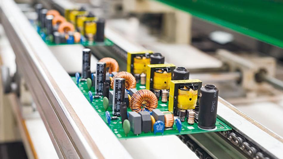Der vielseitige Abwärtswandler ist kompatibel mit Controller und Leistungs-FETs und lässt sich einsetzen für negative Spannungen, symmetrische Stromversorgung mit isolierten Ausgangsspannungen.