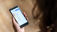 Über ein App erhalten Pfleger und pflegende Angehörige alle wichtigen Informationen.
