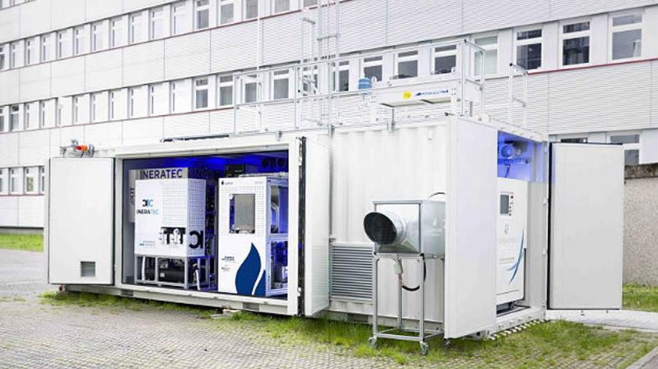 Weltweit erste integrierte Power-to-Liquid (PtL) Versuchsanlage zur Synthese von Kraftstoffen aus dem Kohlendioxid der Luft.