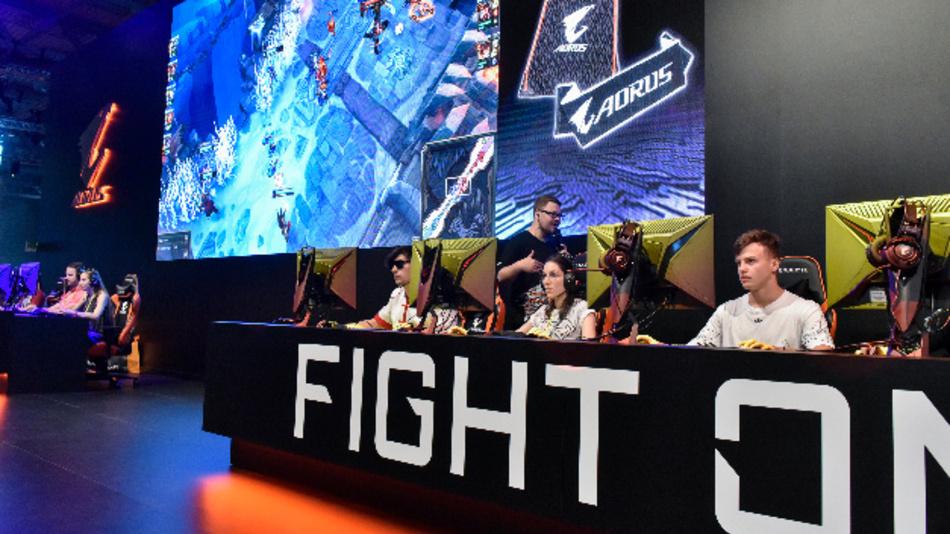 Der Stand von Aorus in Halle 7 auf der Gamescom in Köln.
