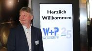 Geschäftsführer Jürgen Weber freut sich sichtlich über den schon 25 Jahre währenden Erfolg von W+P.
