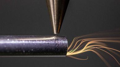 Der Laser kann verschiedenste Materialien und Werkstückgrößen bearbeiten