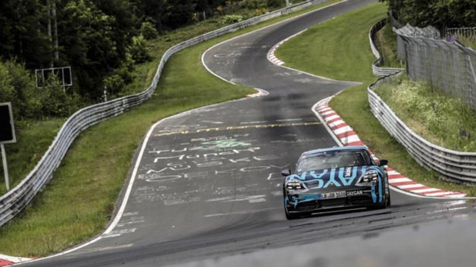 Der Porsche Taycan absolvierte die Nürburgring-Nordschleife in 7:42 min.