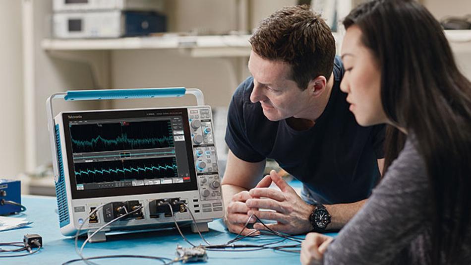 Eine unabhängige Darstellung von Frequenz- und Zeitdomäne sowie eine schnelle Fourier-Transformation in Oszilloskopen ist problematisc,h aber mit der digitalen Signalverarbeitung lösbar.