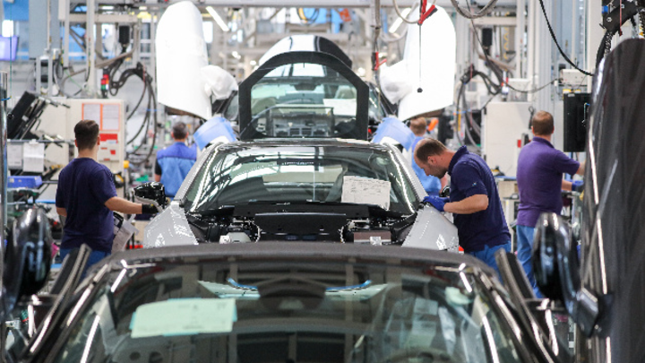 Montage des BMW i8 im Werk Leipzig
