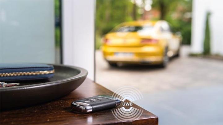 UWB hilft, Autodiebstähle zu verhindern, die darauf basieren, die Kommunikation zwischen Schlüssel und Fahrzeug abzuhören.