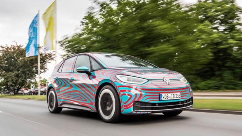 Noch in Camouflage bis zur IAA. Dann feiert das Elektrofahrzeug seine offizielle Premiere.