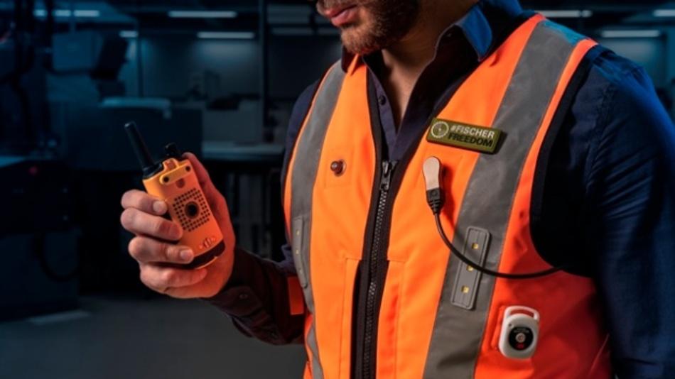 Der Fischer LP36 enthält keine Kodierung und bietet damit 360°-Steckmöglichkeiten. Er sorgt so für eine optimale Kabelführung oder lässt sich auch kabellos integrieren. Stecker und Kupplung lassen sich zudem durch eine integrierte Membran an den Kontakten einfach reinigen (Schutzklasse IP68, 20m, 24h). Die Ausführung ist flach, leicht und robust und bietet Zuverlässigkeit für Daten- und Stromversorgung zum Beispiel in intelligenten Westen für die Industrie.