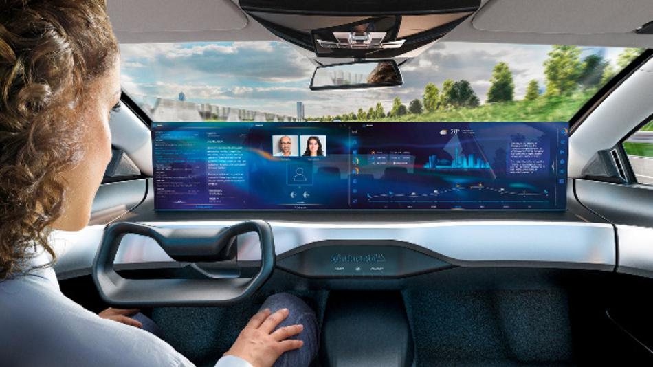 Im automatisierten Modus fahren die Displays zu voller Größe aus und ermöglichen den Zugriff auf digitale Dienste.