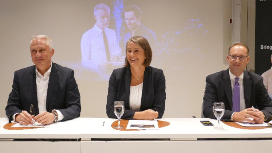 Sehen der SPS 2019 optimistisch entgegen: Martin Roschkowski und Sylke Schulz-Metzner von der Mesago Messe Frankfurt GmbH mit dem Ausstellerbeiratsvorsitzenden Christian Wolf (rechts).